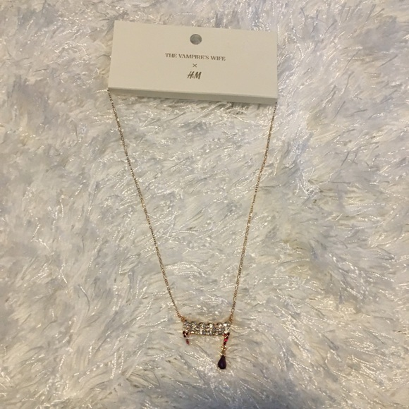 The vampires wife limited collection neckl…